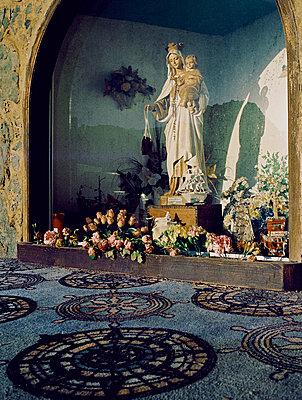 Nische mit Marienfigur mit Kind - p9791090 von Holger Gruss