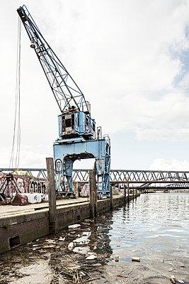 Blauer Kran - p1222m1333232 von Jérome Gerull
