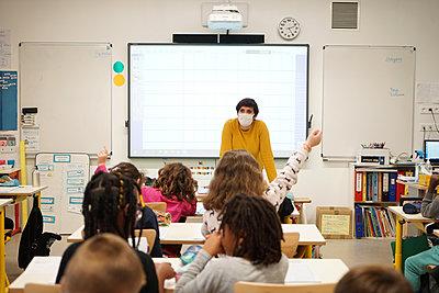 Primary school during coronavirus crisis in France - p1610m2215555 by myriam tirler