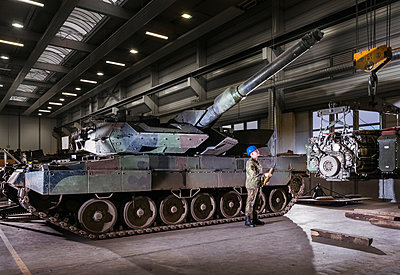Army tank in Bundeswehr workshop - p390m2063888 by Frank Herfort