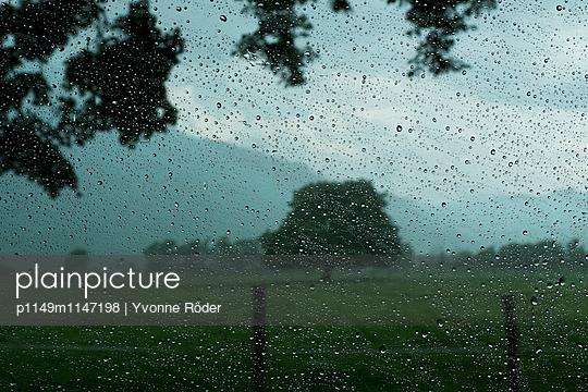 Verregnetes Fenster - p1149m1147198 von Yvonne Röder