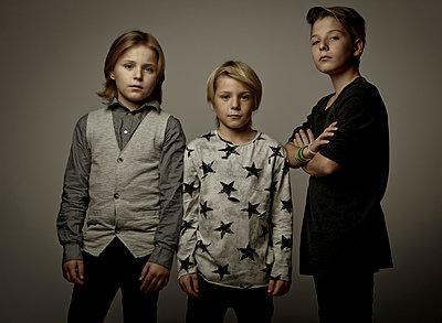 Porträt von drei Jungen - p1221m1511799 von Frank Lothar Lange
