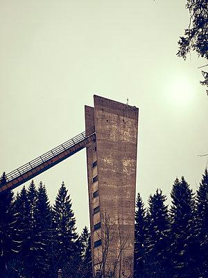 Skisprungschanze mit Turm - p900m1539806 von Michael Moser