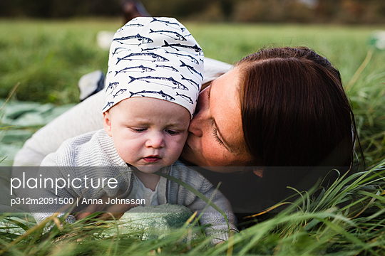 Mother with daughter - p312m2091500 by Anna Johnsson