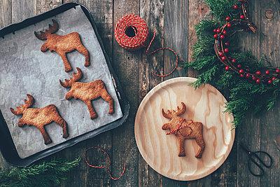 Elk-shaped Christmas cookies - p300m1206062 by Retales Botijero