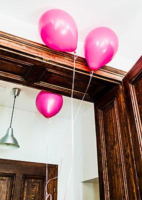 Luftballons Zuhause  - p999m2071851 von Monika Kluza
