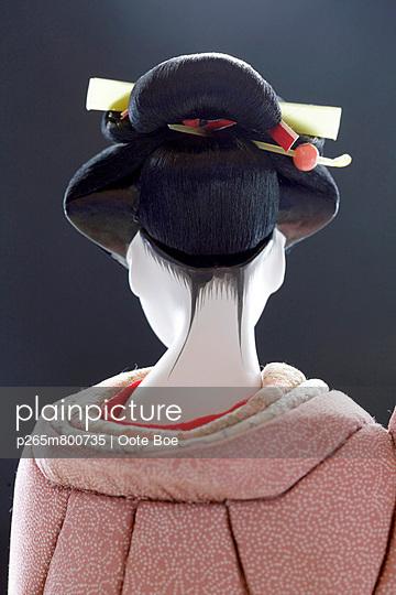 Geisha Doll - p265m800735 by Oote Boe