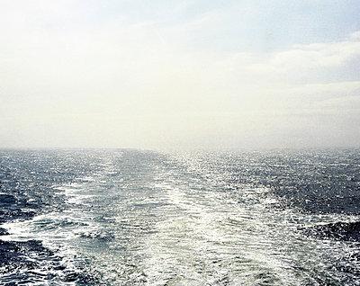 Kielwasser im Ärmelkanal  - p1409m1466036 von margaret dearing