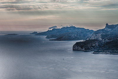 Calanques - p253m1042540 by Oscar