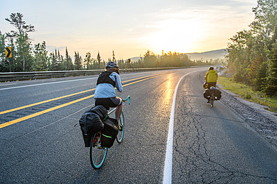 Cyclists on road, Ontario, Canada - p924m2237504 by Alex Eggermont