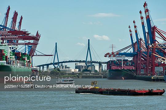 Hamburger Hafen - p229m1152587 von Martin Langer