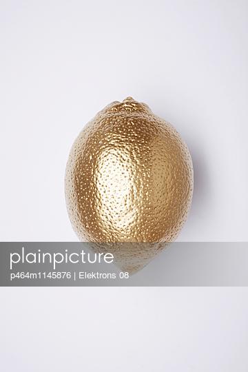 goldene Zitrone - p464m1145876 von Elektrons 08