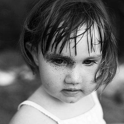 Child portrait - p1160m1582532 by Emilie Reynaud