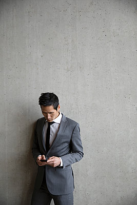 Businessman using smart phone - p1192m2093816 by Hero Images