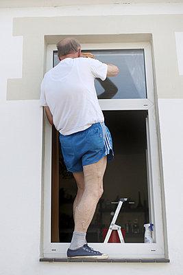 Gefährliche Hausarbeit - p403m731632 von Helge Sauber