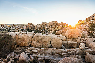 Rock formations at sunset in Joshua Tree National Park at dusk, California, USA - p429m1448211 by Manuel Sulzer
