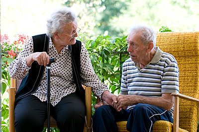Elderly couple sitting together - p6740071 by ME Schneider