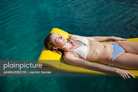 p045m2053135 by Jasmin Sander