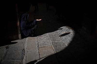 Beggar at twilight in the street - p1007m1216779 by Tilby Vattard
