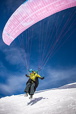 France, Paragliding in winter - p1007m2216473 by Tilby Vattard