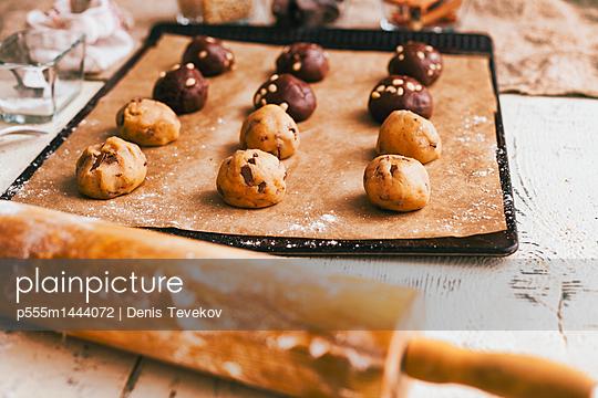 Cookie dough on baking sheet near rolling pin - p555m1444072 by Denis Tevekov