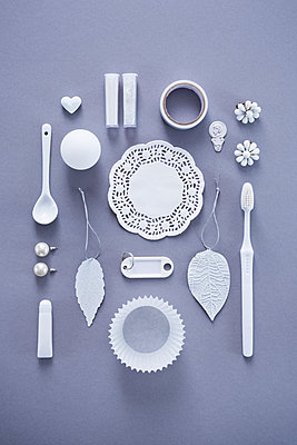 Collection of white objects - p1149m1590490 by Yvonne Röder