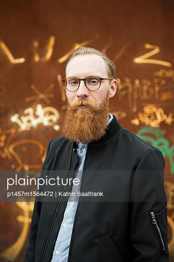 Mann mit rotem Vollbart - p1457m1564472 von Katrin Saalfrank