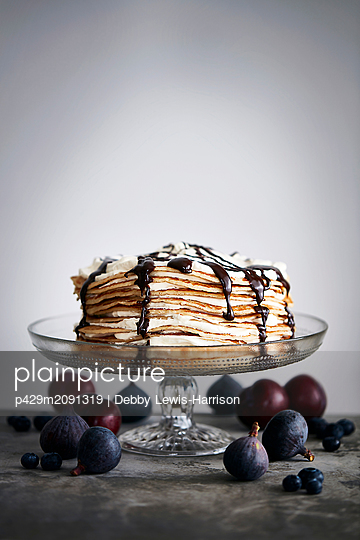 Pancake stack with chocolate sauce, whole figs - p429m2091319 by Debby Lewis-Harrison