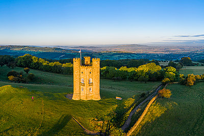 Broadway Tower on top of Fish Hill, the second highest point in the Cotswolds, Broadway, Worcestershire, England - p651m2152105 by Gavin Hellier