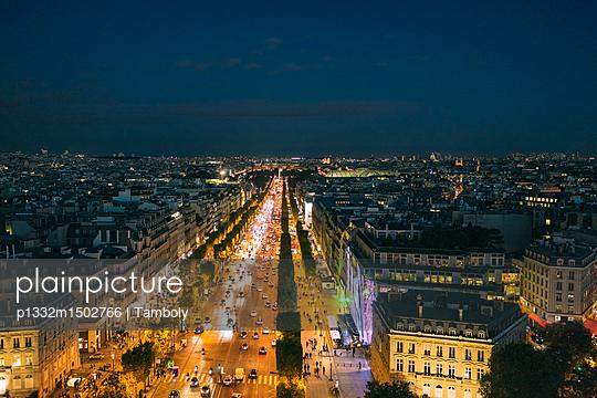 Champs-Élysées at night  - p1332m1502766 by Tamboly