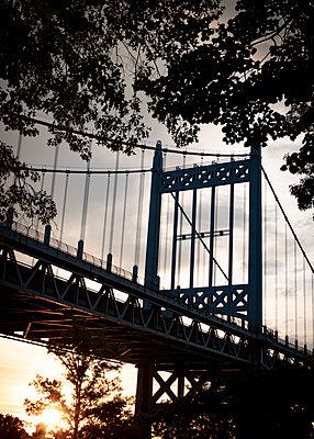Robert F. Kennedy Bridge at sunset, New York City - p758m2181767 by L. Ajtay
