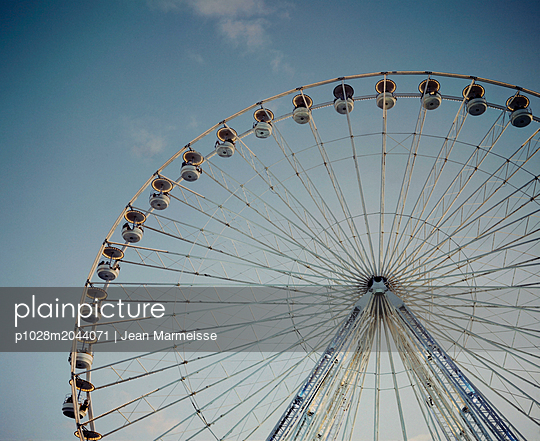 Ferris wheel, Paris, France - p1028m2044071 by Jean Marmeisse