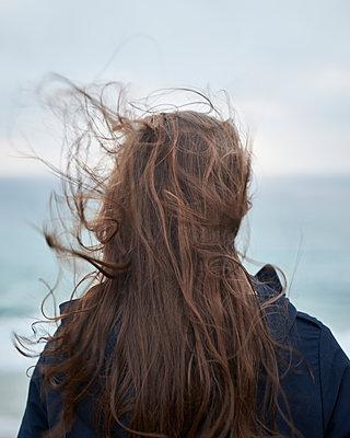 Haare im Wind - p1124m1112593 von Willing-Holtz