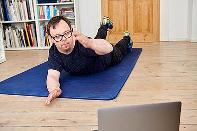 Fitness zu Hause - p1164m2177959 von Uwe Schinkel