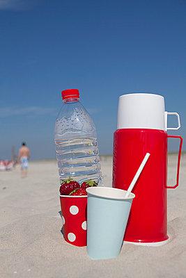 Und im Sommer viel trinken - p454m709407 von Lubitz + Dorner
