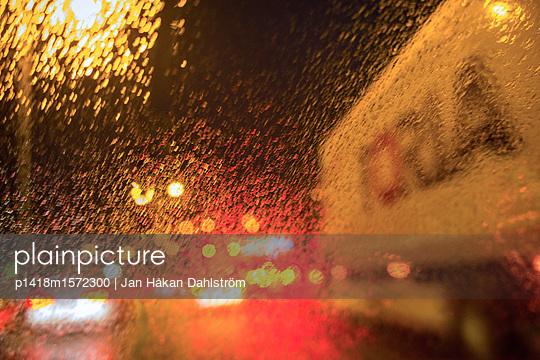 Driver's view through windshield  - p1418m1572300 by Jan Håkan Dahlström