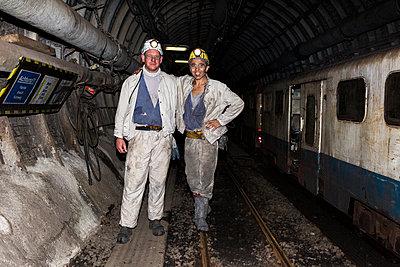 Bergarbeiter untertage - p1271m1185413 von Maurice Kohl