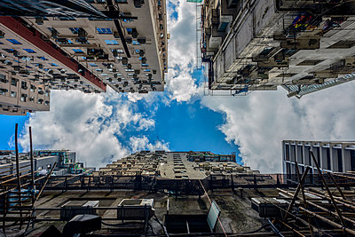 China, Hong Kong, facades of Chungking Mansions seen from below - p300m1101056f by Torsten Velden