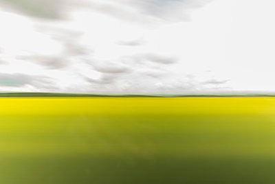 Blurred landscape - p1332m1460918 by Tamboly