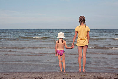 Sisters  - p294m856081 by Paolo
