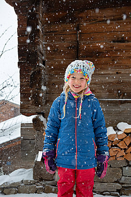 Snow, finally! - p454m2209968 by Lubitz + Dorner