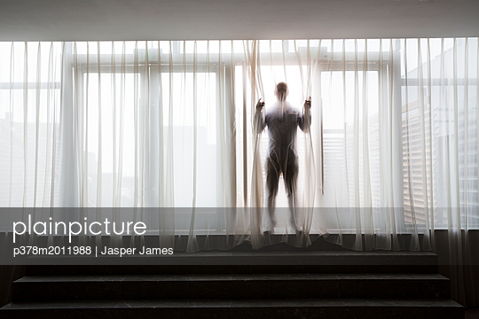 p378m2011988 von Jasper James