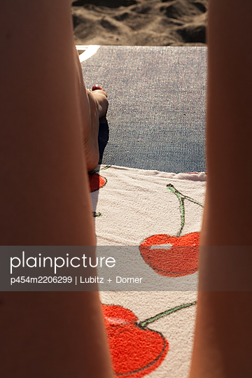 Laying in the sun - p454m2206299 by Lubitz + Dorner