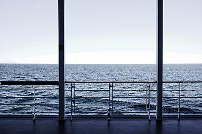Horizon - p1105m1574471 by Virginie Plauchut