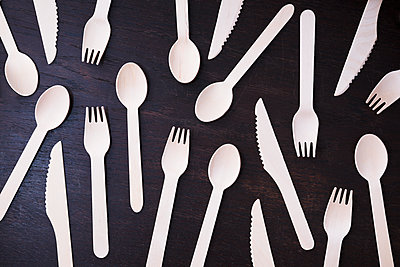 Disposable cutlery made of wood - p1149m2092684 by Yvonne Röder