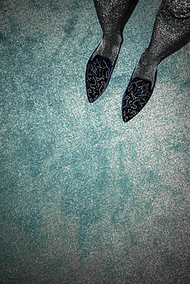 Slippers on blue carpet - p1199m2181427 by Claudia Jestremski