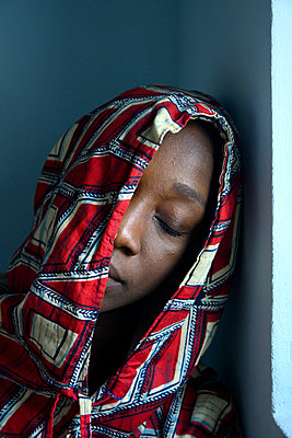 Sleeping African woman with hood - p427m2285878 by Ralf Mohr