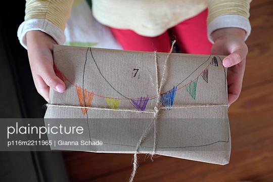 Geburtstagsgeschenk - p116m2211965 von Gianna Schade