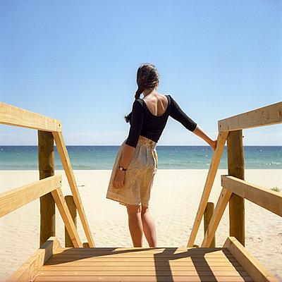 Woman on a beach in Australia - p990m694917 by Michael Dooney