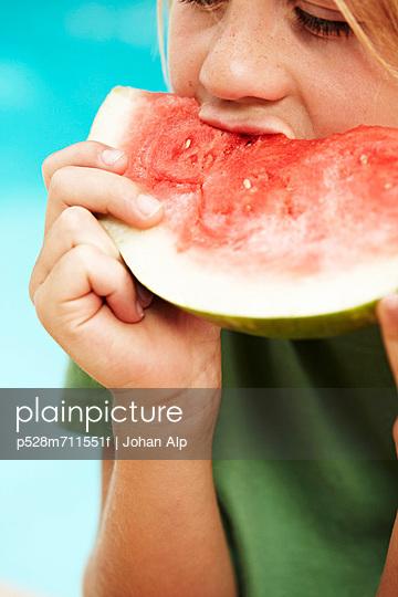 Boy eating watermelon - p528m711551f by Johan Alp